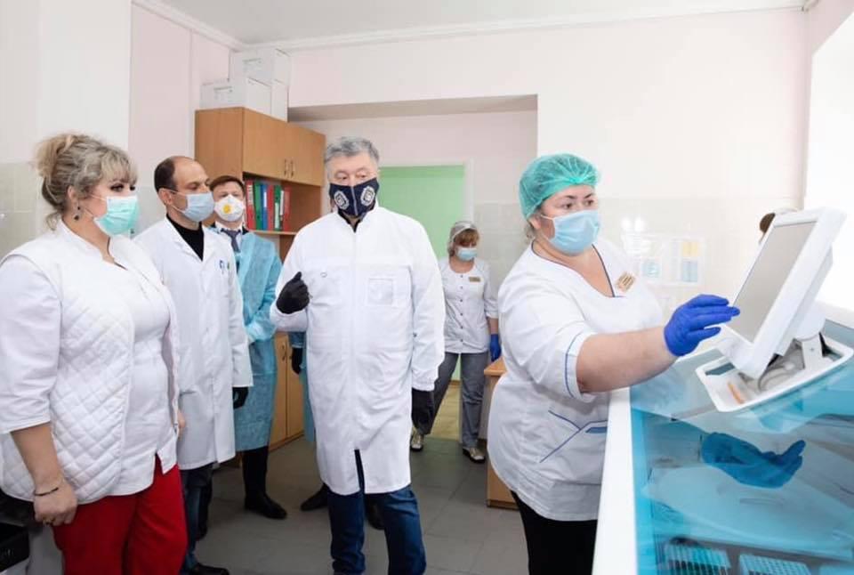 Вінницьких медиків і педагогів протестують на антитіла до #COVID19 - безкоштовно