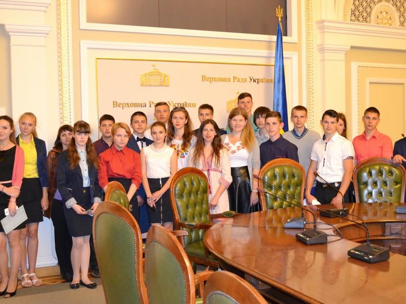 Руслан Демчак організував екскурсію по Верховній Раді відмінники Липовеччини